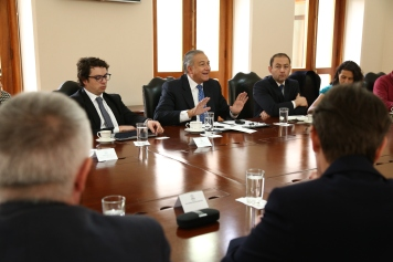 The delegation was received by the Vice President of Colombia, Oscar Naranjo.