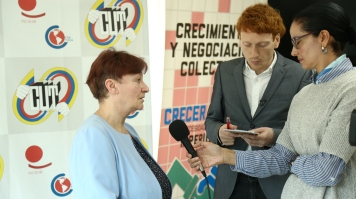 Christine Blower (NEU) speaks with the press team of the Colombian trade union federation, CUT.