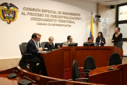 Delegates were received by Members of Congress who form part of the Peace commission of the Colombian Congress.